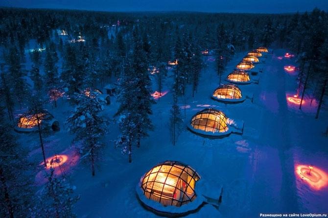 Эта гостиница под названием Kakslauttanen находится в Лапландии в живописной местности неподалеку от национального парка Урхо Кекконена. На ее территории находятся 20 уникальных стеклянных иглу — зимних жилищ эскимосов, которые готовы принять гостей с дек
