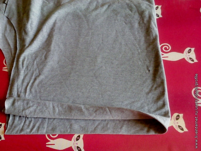 Складываем футболку вдвое