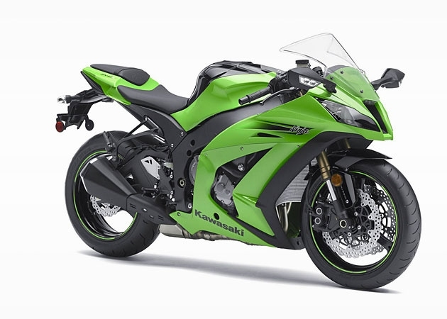 "Model ZX-11 held the title of ""the fastest motorcycle"" for six years, pointing to a line speed of 280 kilometers per hour."