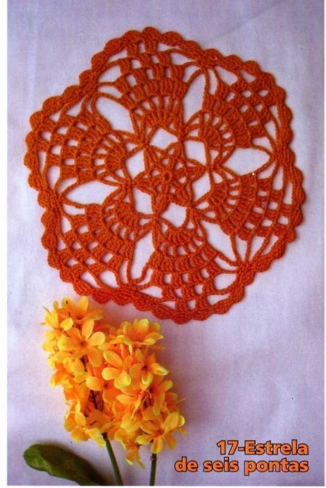 Бразильский журнал по декоративному вязанию крючком.  В номере 17 салфеток со схемами.