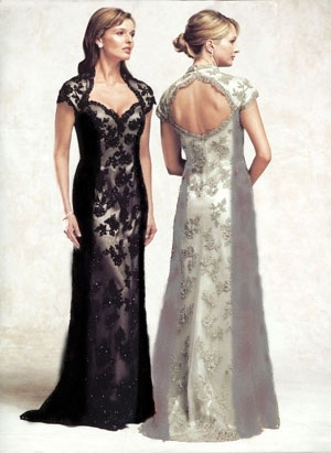 Рамый смелый вариант, это черное кружевное платье, тренд 100%, так же.