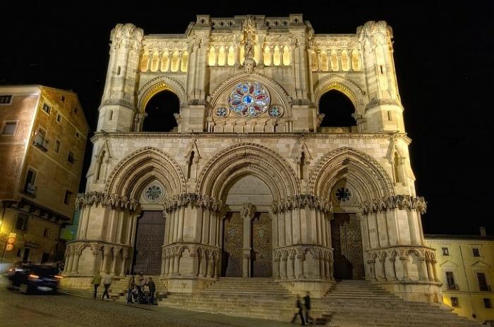Кафедральный собор в г. Куэнка, Испания: