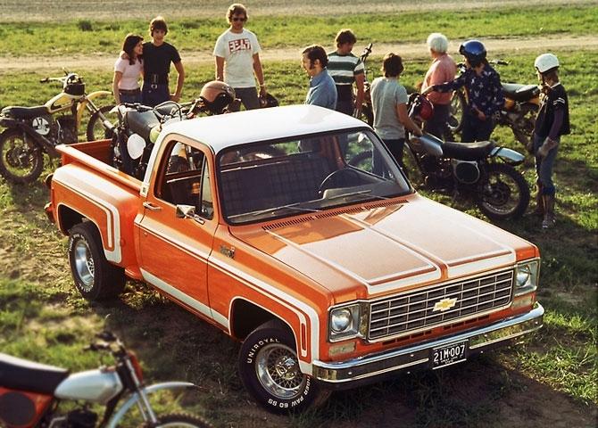 Chevrolet C-10 Half Ton Stepside Pickup 1976 release.