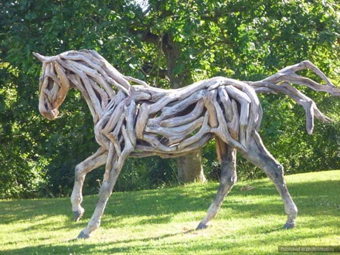 Лошадей художница, вернее, всё же, скульптор, создаёт уже более сорока лет.