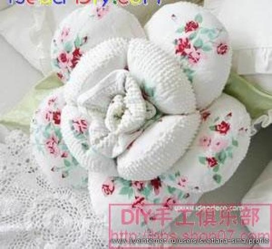 【转载】n多玫瑰花抱枕--附详细做法--(燕窝编织)