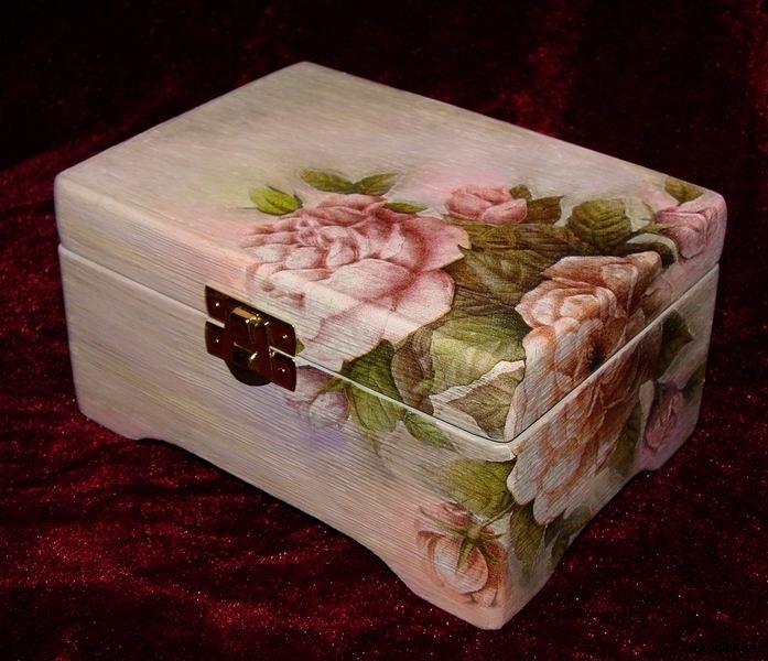 Раздел.  Подарки своими руками.  Шкатулки и роскошные коробки в технике декупажа стали очень популярны.