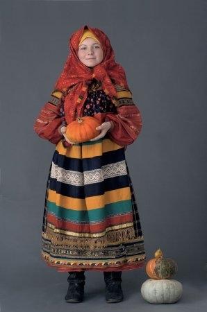Молодая женщина в праздничном костюме Рязанская губ., конец XIX начало ХХ в. (коллекция Глебушкина С.А.)