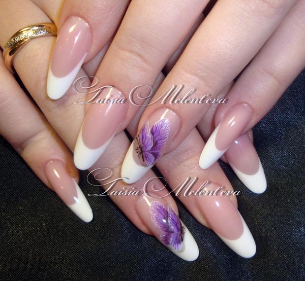 Нарощенные ногти форма миндаль с дизайном