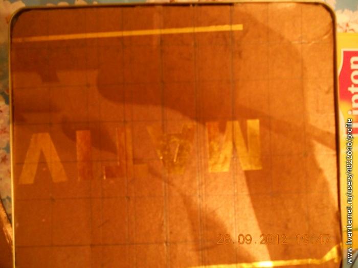 На плотном картоне муж расчертил клеточки 2*2,в шахматном порядке прикрутил саморезы,получилось на 24 ниточки))