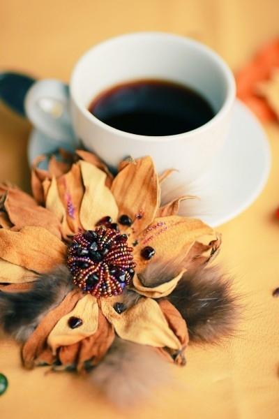 """Брошь-цветок  """"Подсолнух """".  Заряжает солнцем и радостью.  Размер 15см.  Материалы: кожа, бисер, микробисер..."""