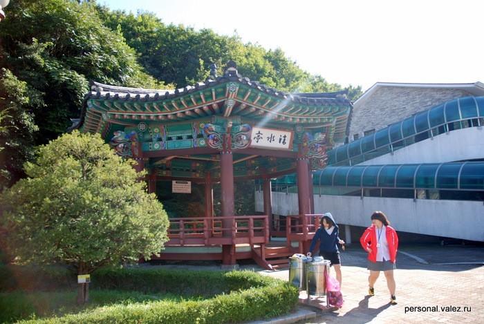 Пагода и кореянки