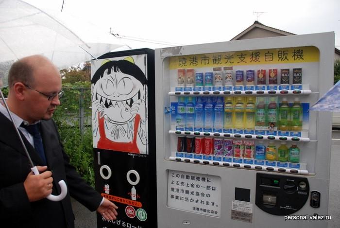 Продукция Coca-Cola и аппарат приема бутылок