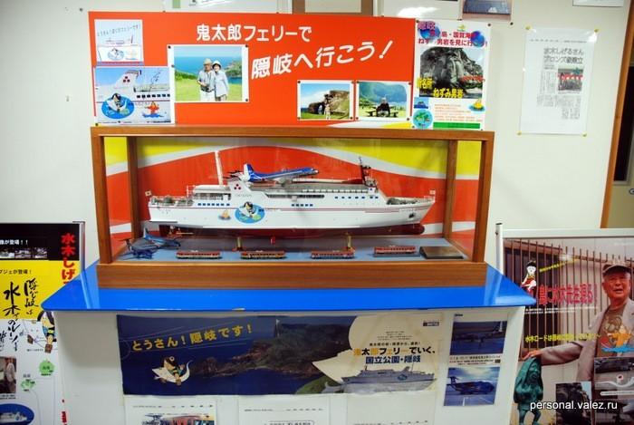 Комиксом заполнен не только город, но и корабли, самолеты, поезда