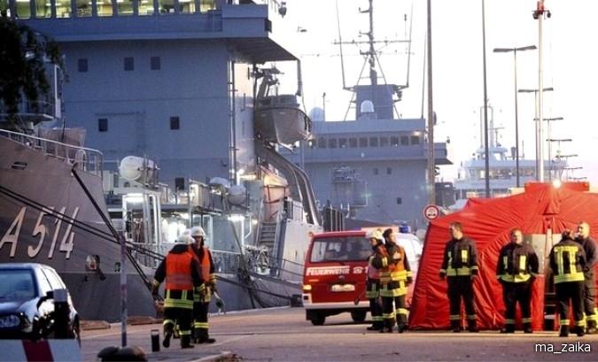 Горящий литовский пассажирский и автомобильный паром 'Лиско Глория' (Lisco Gloria) вблизи датского острова Langeland в Балтийском море.