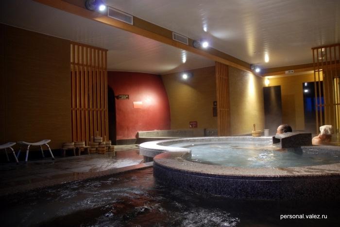 Несколько ванн, в каждой немножко разная температура воды