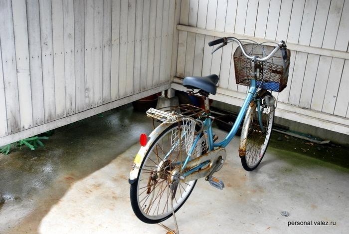 Типичный велосипед. У нас бы бомжи и таджики-дворники бы побрезговали, а тут солидные красивые люди не гнушаются.