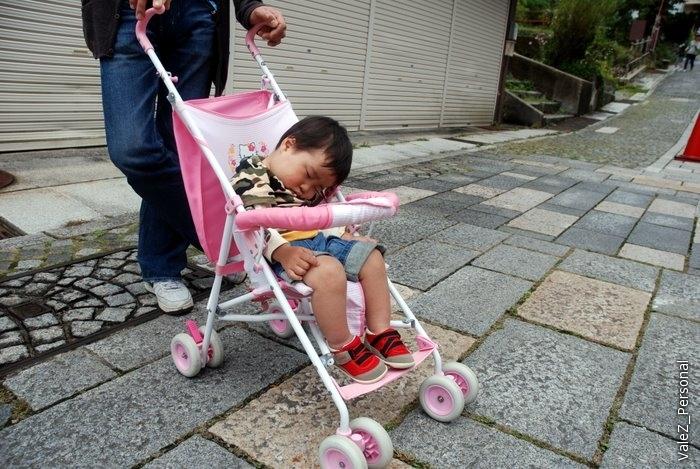 Фестивалят японцы, как я уже много раз отмечал, вместе с маленькими детьми