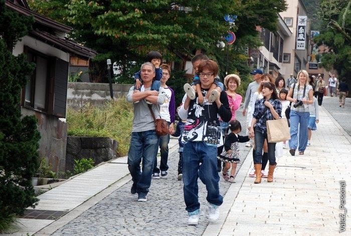 Опять японцы с детьми