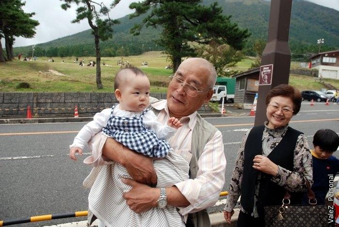 Отдавать ребенка бабушке-дедушке в Японии также абсолютно не принято, они могут потратить на ребенка час-два, но не весь день, это обязанность родителей