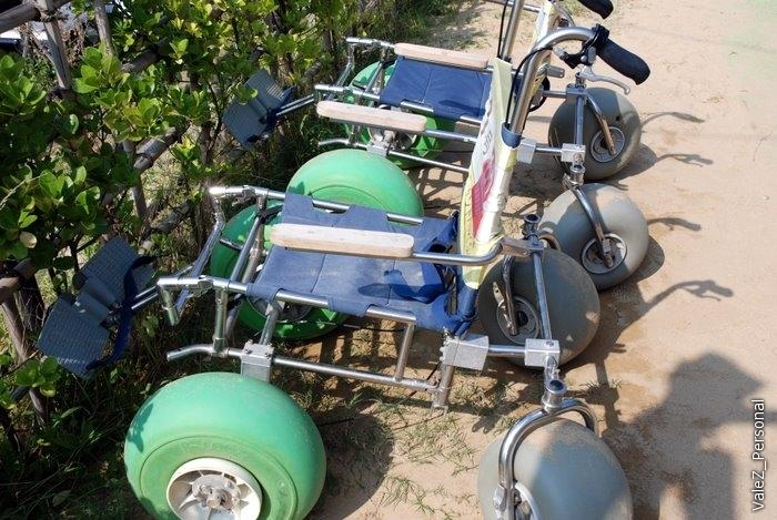 Коляски для стариков и инвалидов, предназначенные для передвижения по песку!