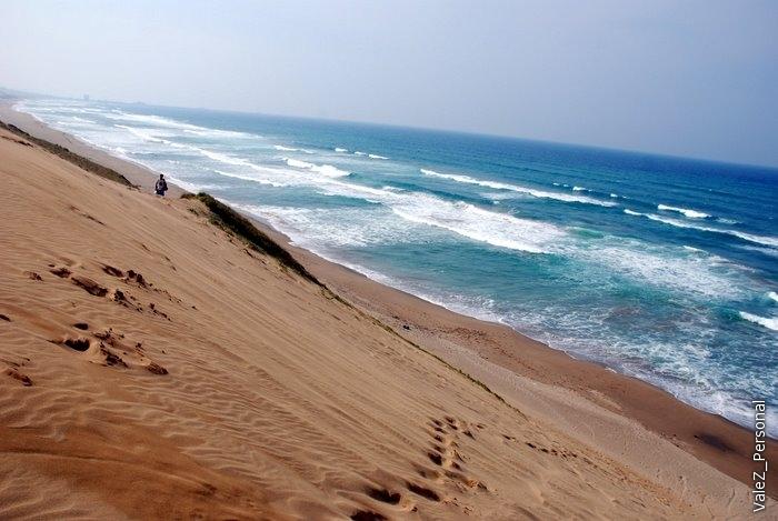 Песок только плохо тает во рту, в отличие от снега:)