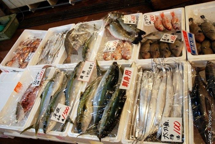 А еще соседняя дверь - рыбный рынок