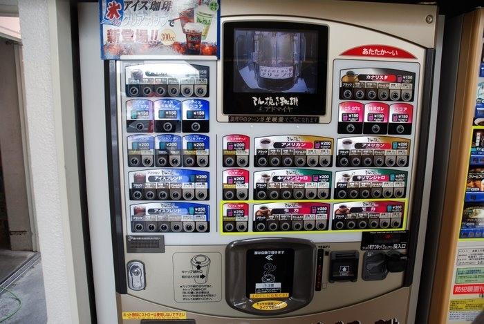 А в этом чудо-аппарате даже я не удержался и купил кофе
