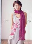 малиновый шарф с красивым узором вязаный крючком.
