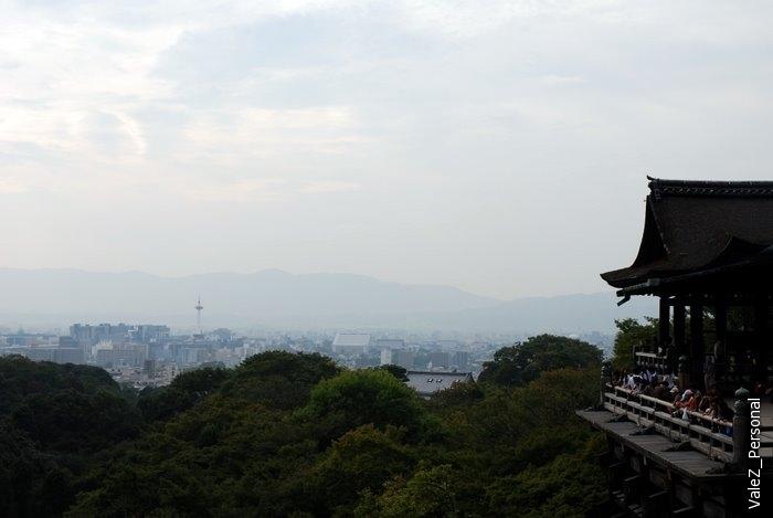 И снова вид на Киото и предыдущую смотровую площадку