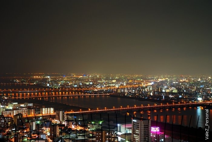 Осака - город грандиозных мостов. На знаменитый мост-гигант через пролив Акаси наше внимание не обратили, но вот тоже вполне себе мосты