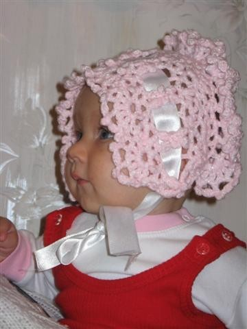 Вязаные чепчики для малышей