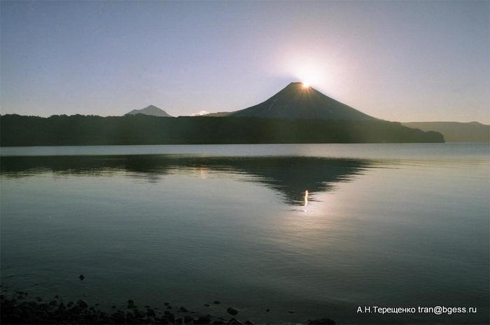 Рассвет на Курильском озере