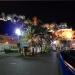 Холм Шато ночью