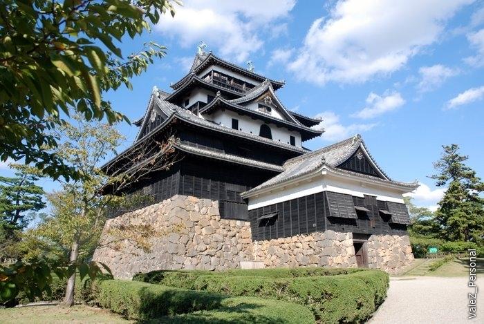 Также известен как «чёрный замок» (из-за стен, покрашенных в чёрный цвет), а также как «замок зуйка».