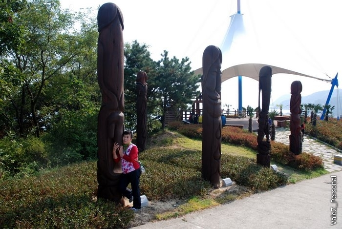 Но главная радость парка - это корейцы! Компаниями, семьями, парами, они веселятся, чудят, бесятся и смеются, как дети