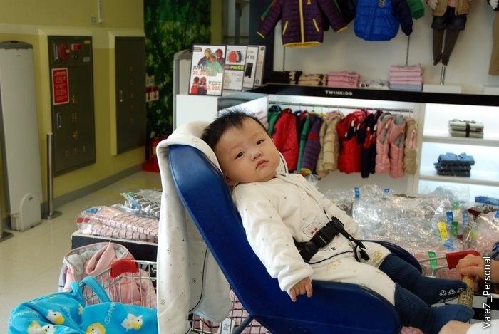 А вот корейский ребенок. В принципе на одно лицо конечно:)
