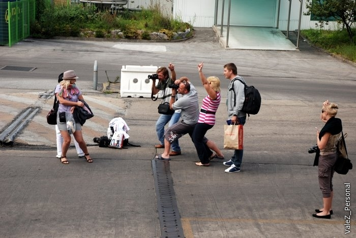Фотографы не на фотографировались за две недели, наши последние минуты на чужой земле, завтра Владивосток, потом чемодан, самолет и домой. На этом завершаю фотоотчеты, ждите видео и текстовых итогов, спасибо за внимание!