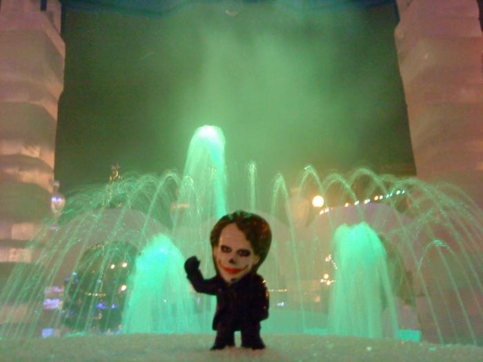Joker-6 возле фонтана зимой
