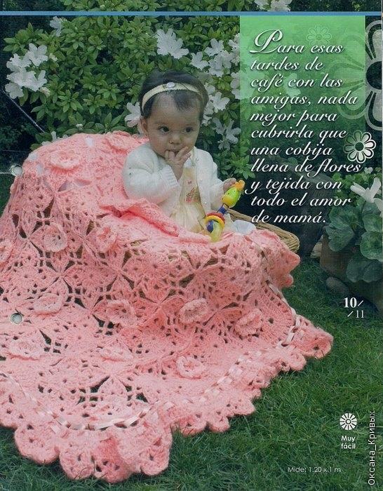 Manta rosa con flores y pasacinta a crochet