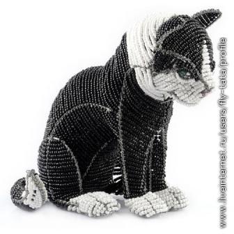 А позы-то, позы какие.  Кошки не прост сидят или стоят.  Они все разные.  Бисерные...