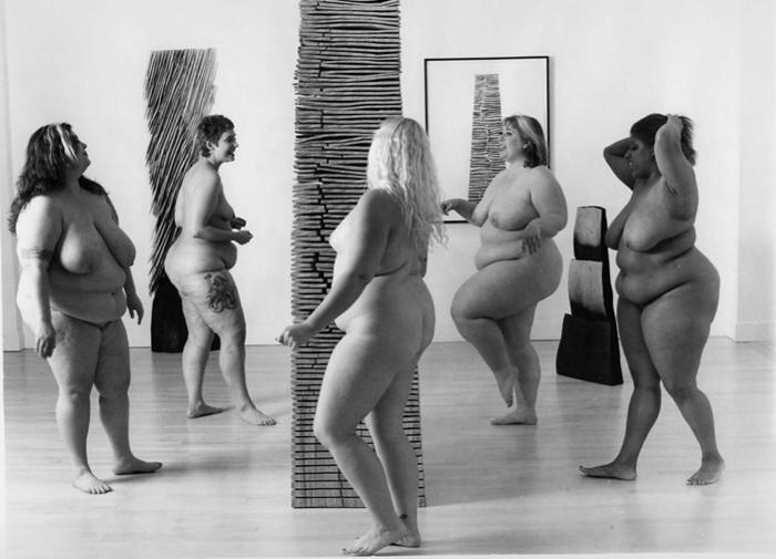 Танцующие и голые толстухи
