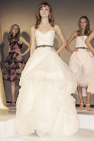 Фасоны свадебных платьев от мировых.