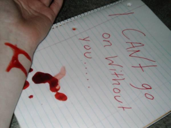 Картинка с надписью прости меня кровью