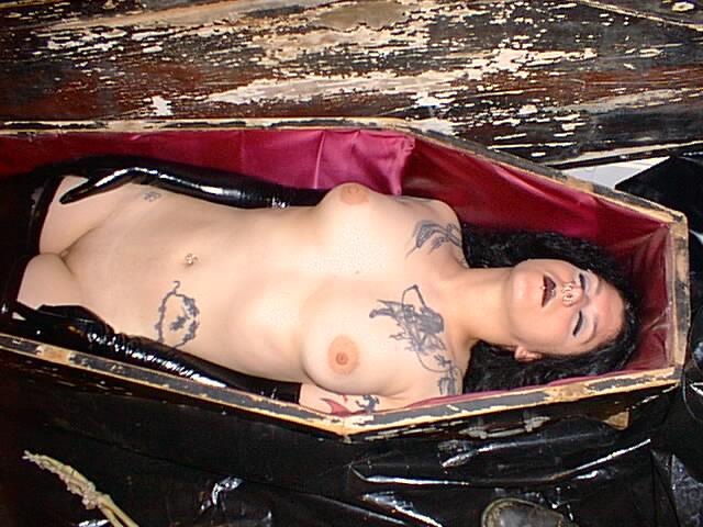 порево в гробу