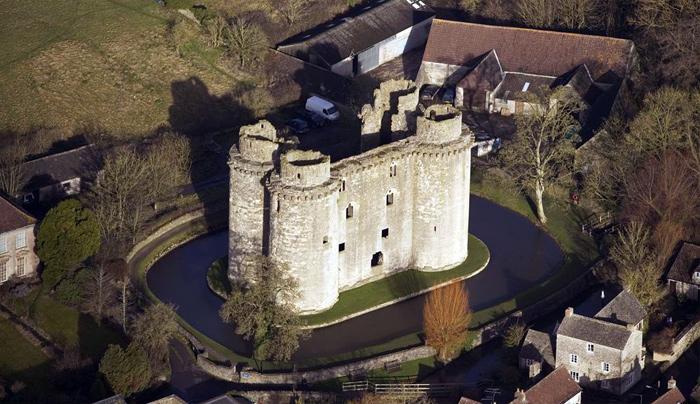 Руины европейских замков (700x404, 169Kb)