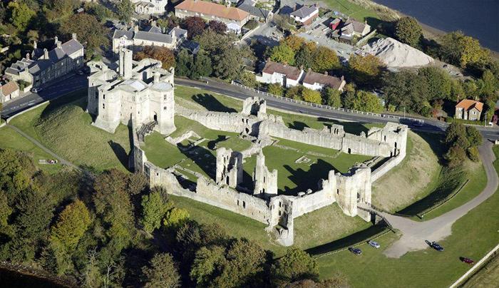 Руины европейских замков (700x404, 205Kb)