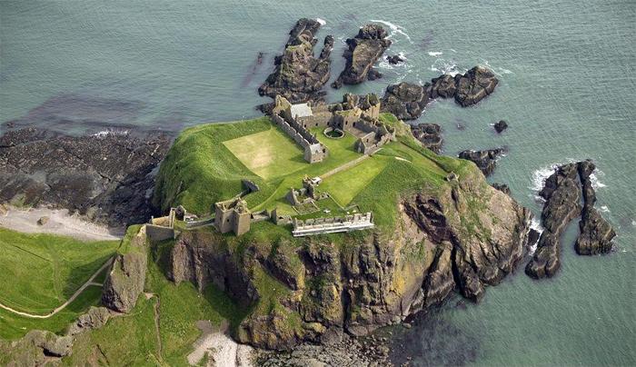Руины европейских замков (700x404, 183Kb)