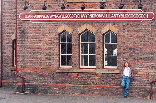 Onde fica Llanfairpwllgwyngyl lgogerychwyrndrobwlll lantysiliogogogoch?