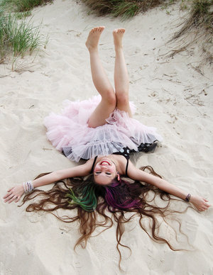 http://img0.liveinternet.ru/images/attach/b/3/26/852/26852094_15866400_1635966_21650024_On_the_beach__by_PlastikStars.jpg
