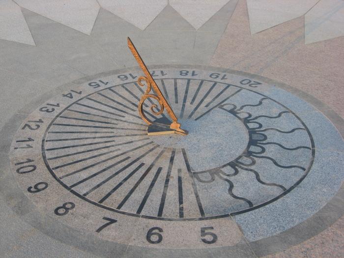 Потому и сами часы, которые ты сделал, носят название экваториальных.